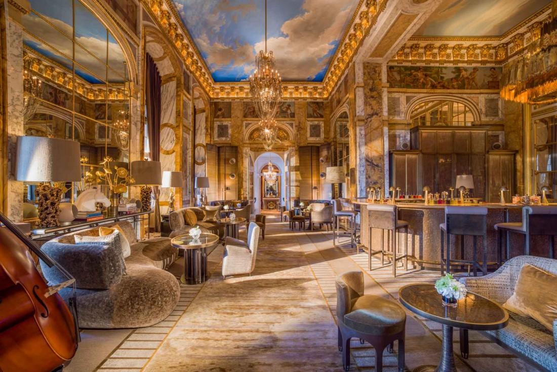 Le bar Les Ambassadeurs à l'Hôtel de Crillon, mythique palace parisien © Adrian Houston