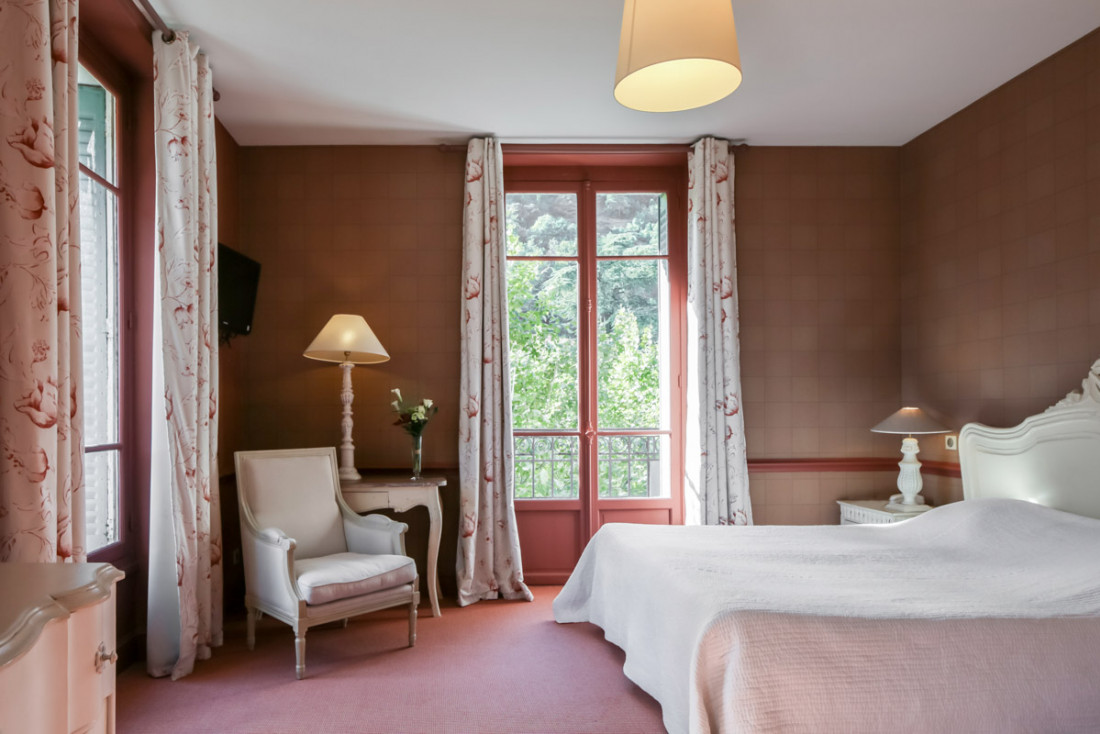 L'Hotel Helvie, à 25 km du Parc national des Cévennes, est niché dans station thermale de Vals-les-Bains © les Collectionneurs