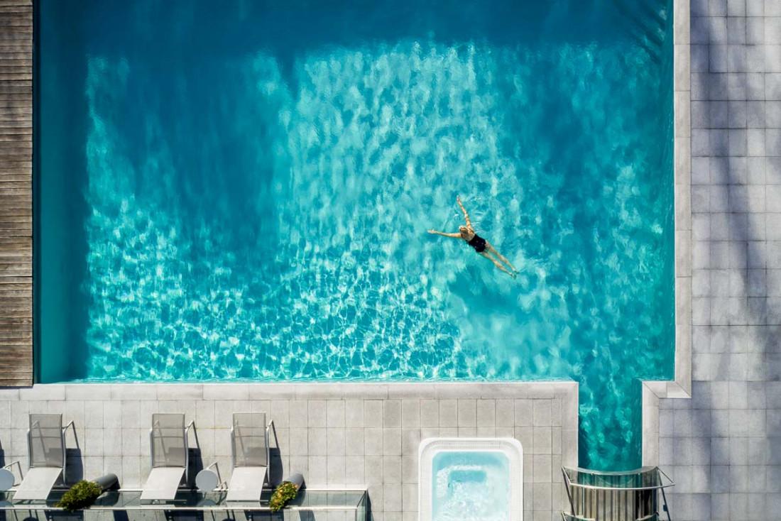 Hôtel Mont-Blanc Chamonix | La piscine vue d'en haut © Wanderlust Lab