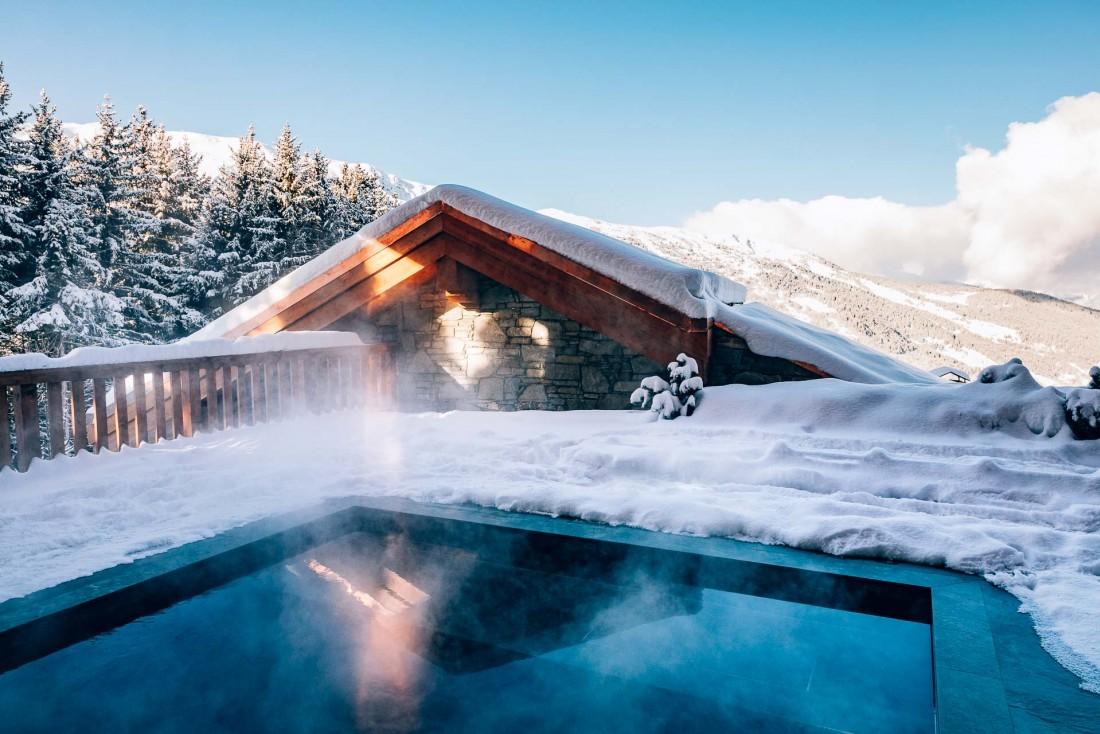La piscine intérieure est doublée d'un bassin extérieur chauffé © Jérôme Galland