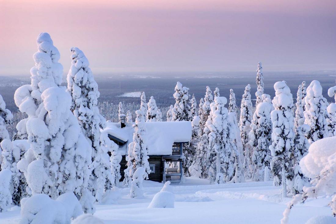 Les paysages enneigés de l'hiver arctique changent chaque minute avec la lumière © Iso Syöte