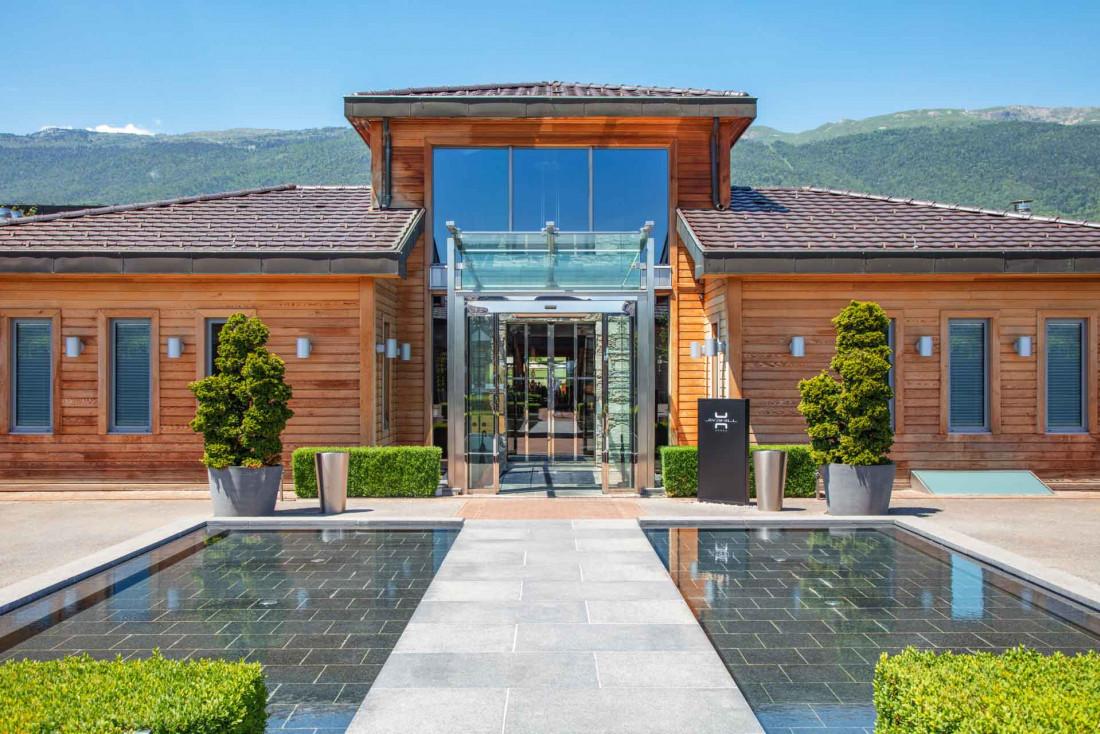 L'entrée du Jiva Hill Resort, resort de luxe tout en bois © Lenaka