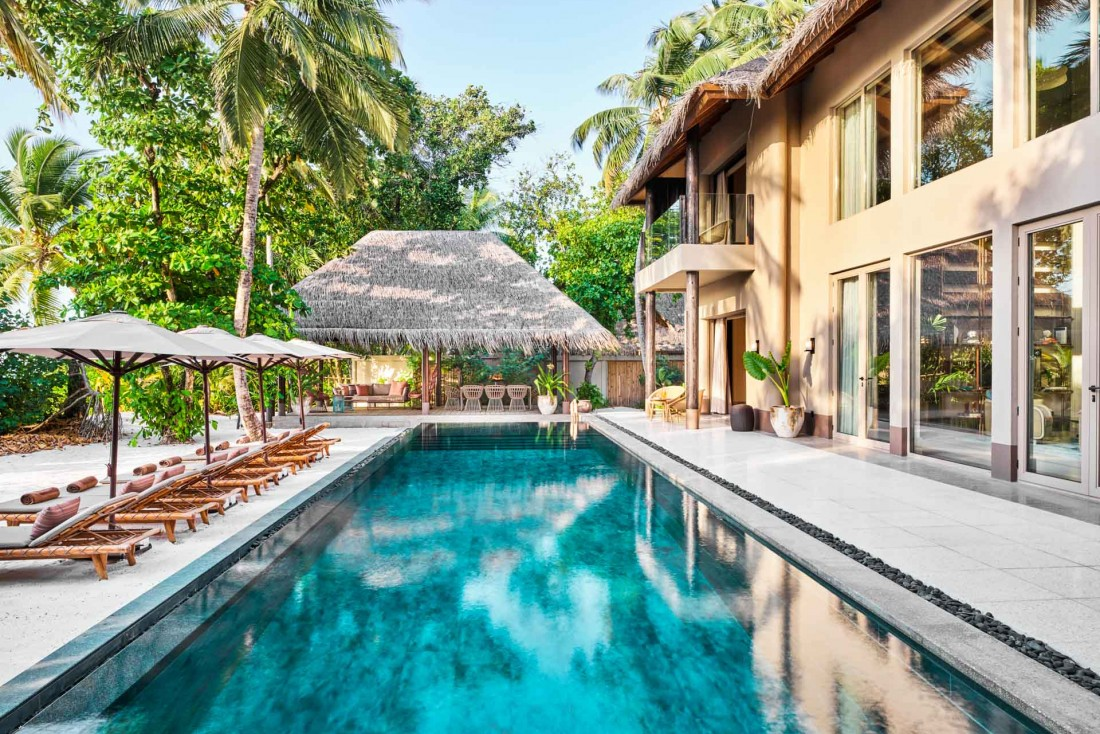 JOALI Maldives : une Beach Villa avec 4 chambres et sa gigantesque piscine privée. © DR