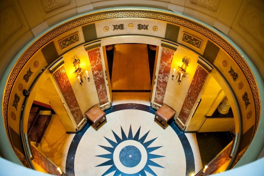 Labelle rotonde en marbre de l'Hôtel fait tourner les têtes © Amy Murrell