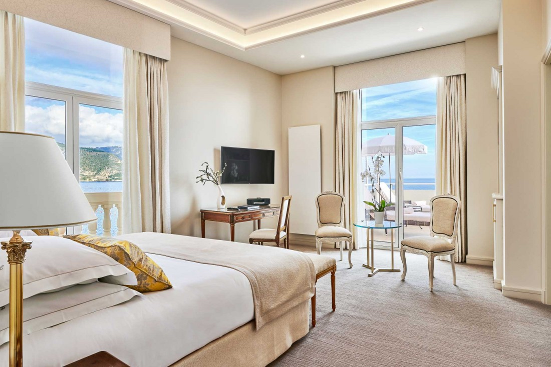 Décor ultra luxueux et vue à couper le souffle sur la Méditerranée dans les suites © DR