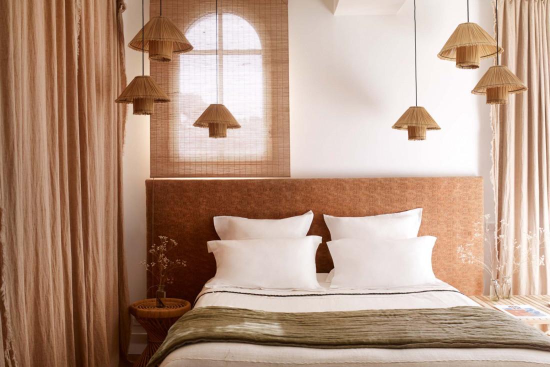 La Palmeraie à La Baule | Chambre aux couleurs douces et aux matériaux naturels © La Palmeraie