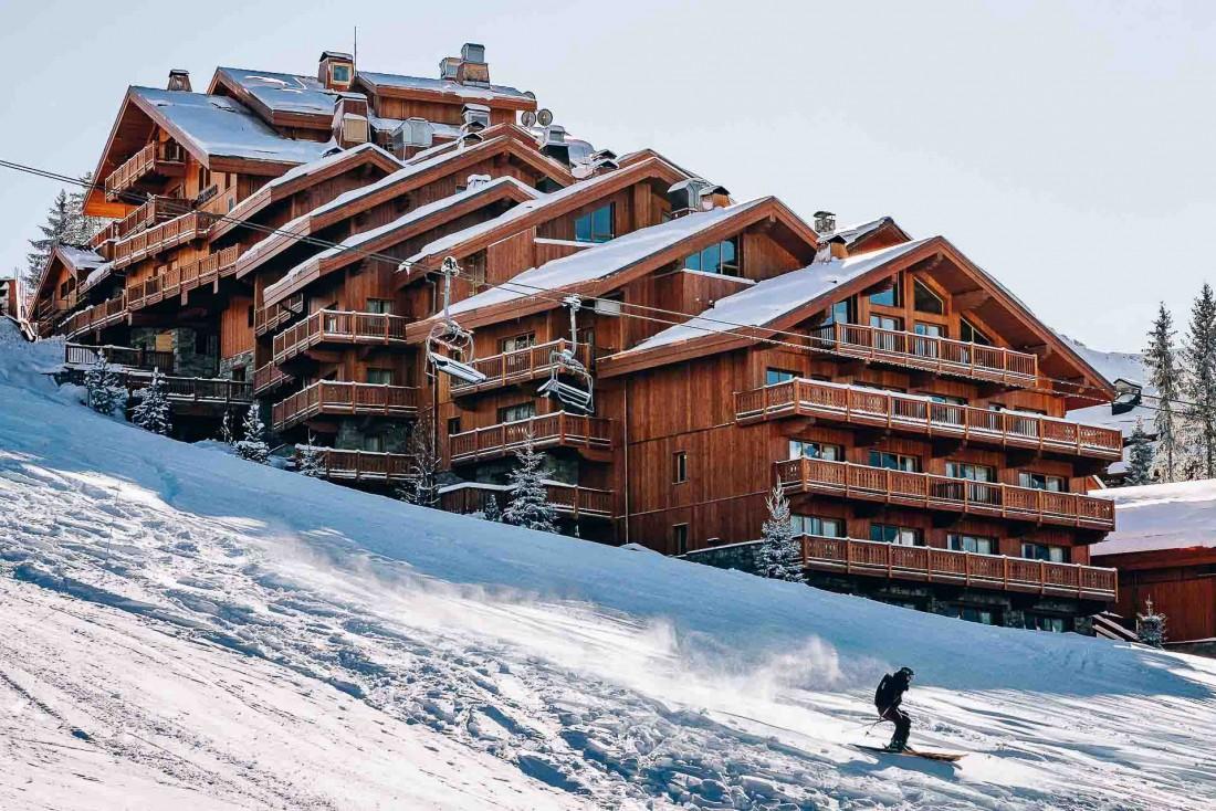 Le Coucou, accroché à flanc de montagne, offre un accès ski-in, ski-out aux pistes © Jérôme Galland