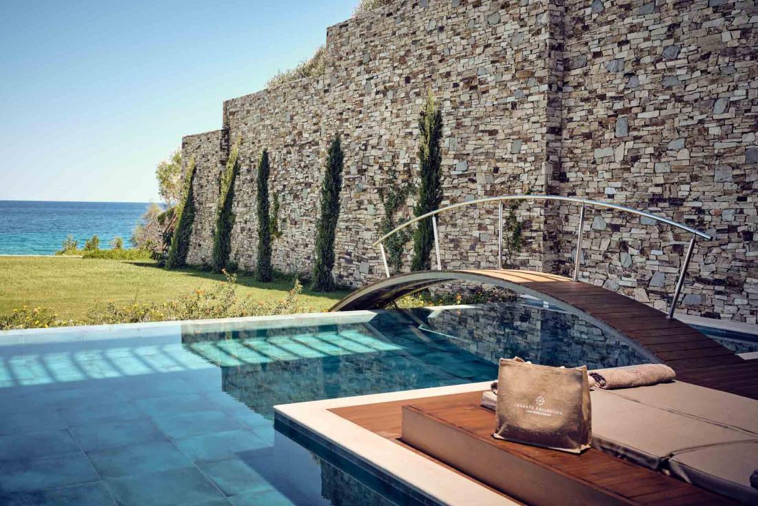Lesante Blu Beach Resort   La Royal Grand Suite avec vue sur mer et piscine privée © DR