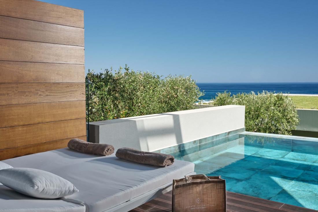 Lesante Blu Beach Resort   Les chambres orientées vers la mer possèdent terrasses et pour certaines piscines privées © DR