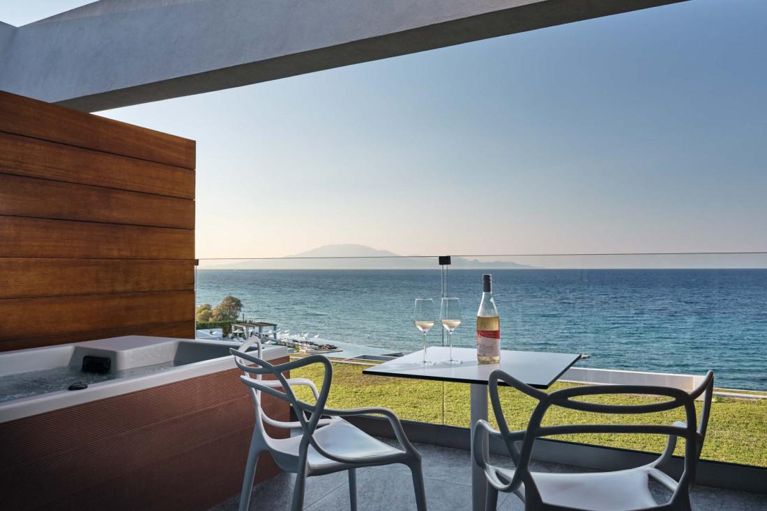 Lesante Blu Beach Resort   Certaines chambres possèdent même une baignoire sur la terrasse © DR