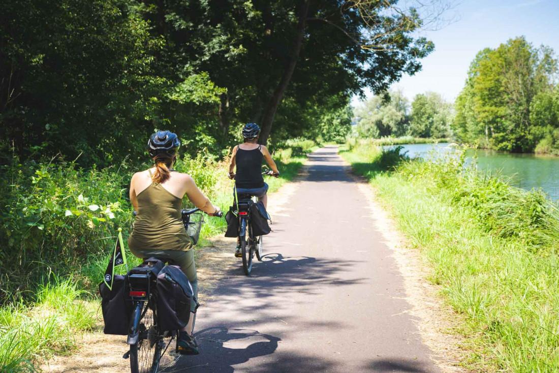 La véloroute européenne 19 longe la Meuse de ses sources à son embouchure et traverse le département du sud au nord © Pierre Defontaine Artge