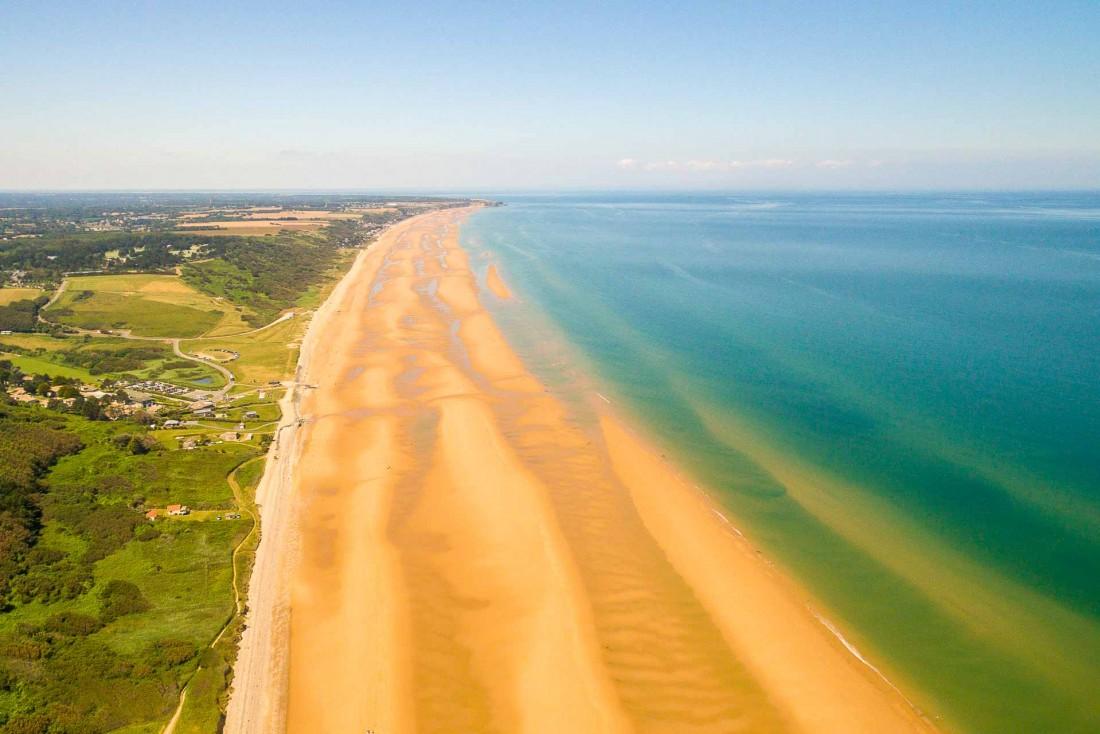 L'immense plage d'Omaha Beach, lieu de mémoire et de pratique sportive © Vincent Rustuel