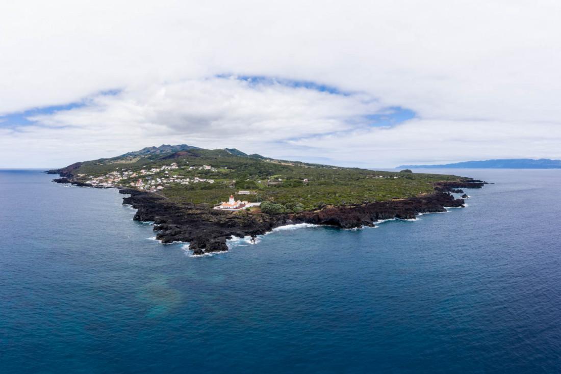 La pointe est de Pico et son phare © VisitAzores
