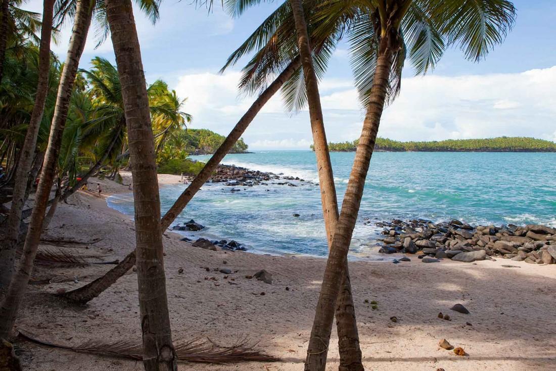 Plage de l'Île Saint-Joseph dans les îles du Salut au large du Kourou © Jorma Muller