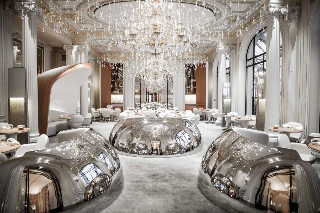 Décor spectaculaire dans la salle à manger du restaurant Alain Ducasse au Plaza Athénée © Pierre Monetta