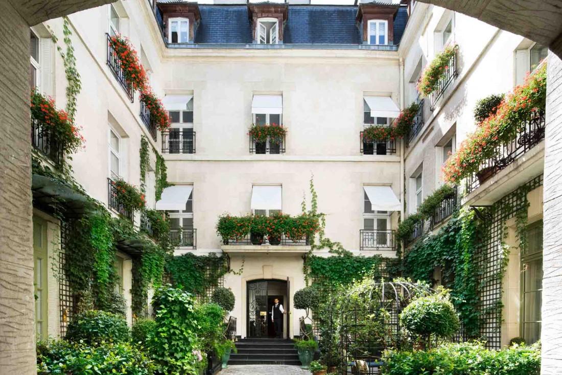 L'hôtel 5-étoiles Relais Christine, sa belle cour végétalisée, ses concierges tirés à quatre épingle, à Saint-Germain-des-Prés © DR