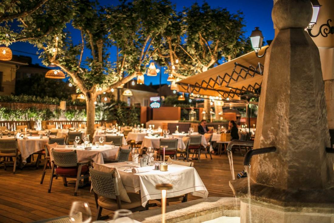 Le restaurant Cucina Byblos : décor de piazzetta et cuisine italienne supervisée par Alain Ducasse © Byblos St-Tropez