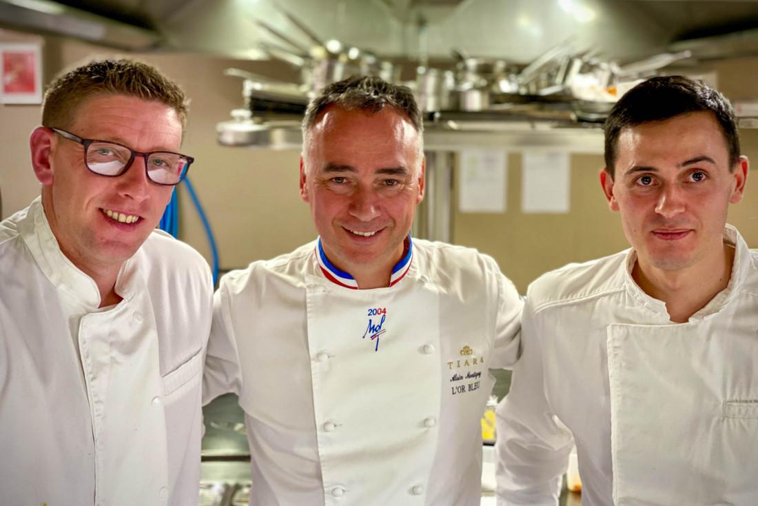 Romain Lauvand, second, le chef Alain Montigny au milieu et David Boezennec, chef de partie © EL   YONDER.fr