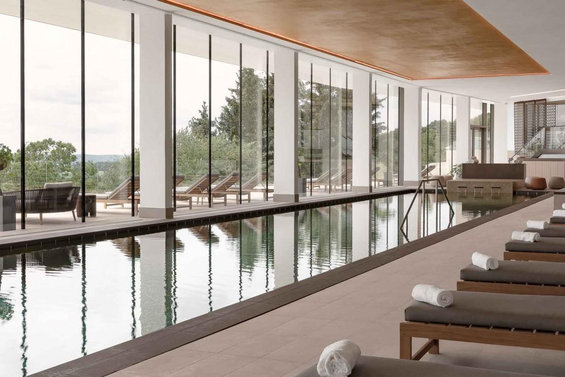 Au Royal Champagne Hotel & Spa, l'immense spa domine le vignoble champenois © DR