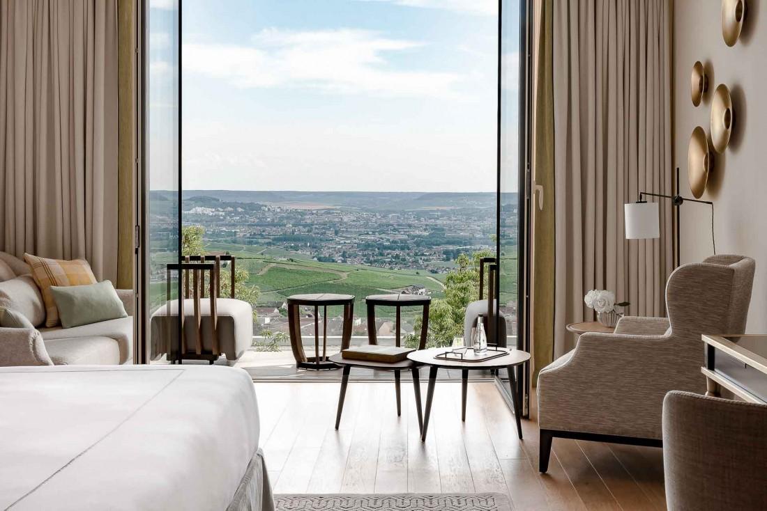Chambre avec vue au Royal Champagne Hotel & Spa, l'un des plus beaux hôtels 5-étoiles de France © DR