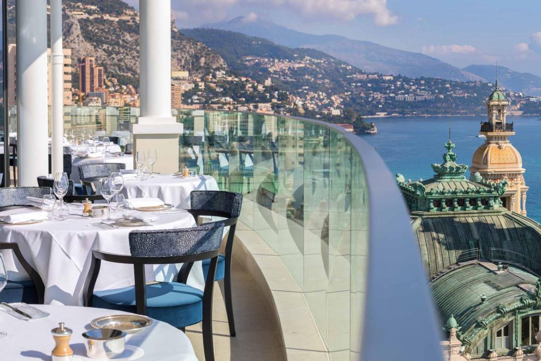 La terrasse du restaurant Le Grill, au huitièmeet dernier étage de l'Hôtel de Paris © MONTE-CARLO Société des Bains de Mer