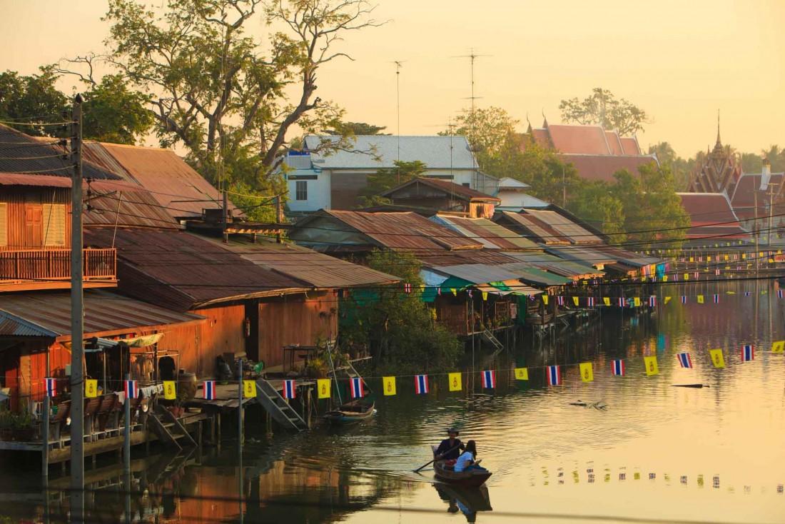Le marché flottant d'Amphawa près de Bangkok au petit matin © DR