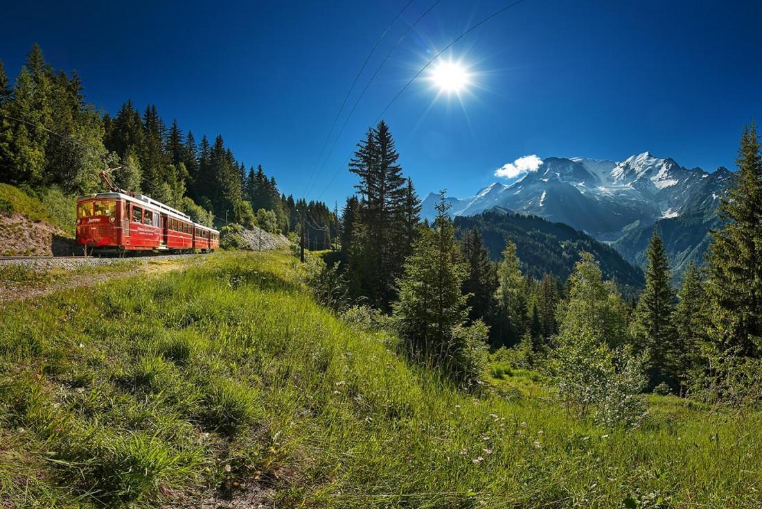 Le Tramway du Mont-Blanc, de la gare du Fayet au village de Saint-Gervais jusqu'au Nid d'Aigle à 2372 m d'altitude © Bernard Tartinville