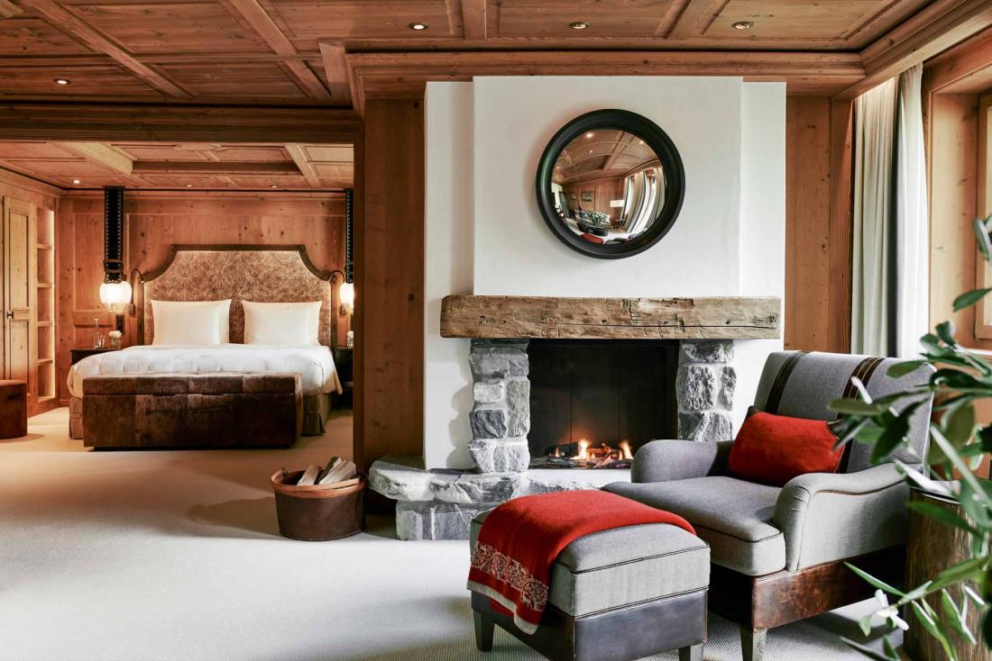 Les chambres et suites de l'Alpina sont toutes à l'image de cette Junior Suite : chaleureuses et contemporaines   © The Alpina Gstaad