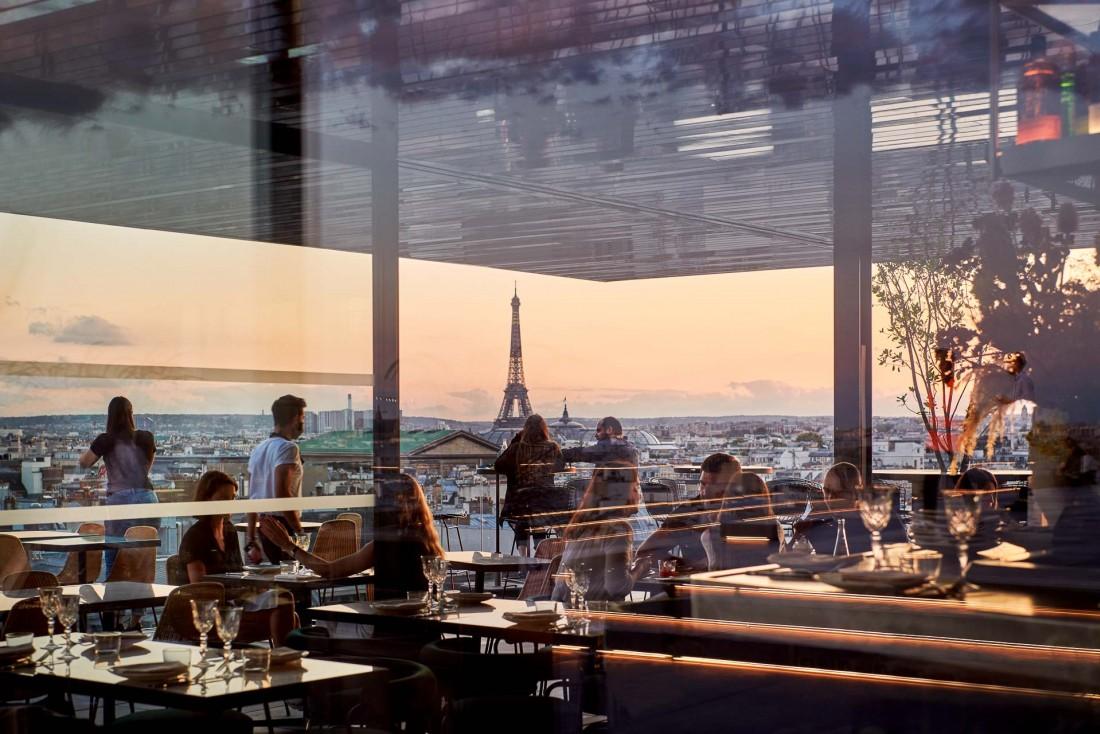 Tortuga | Vue panoramique sur Paris depuis l'intérieur du restaurant © Ambroise Tézenas