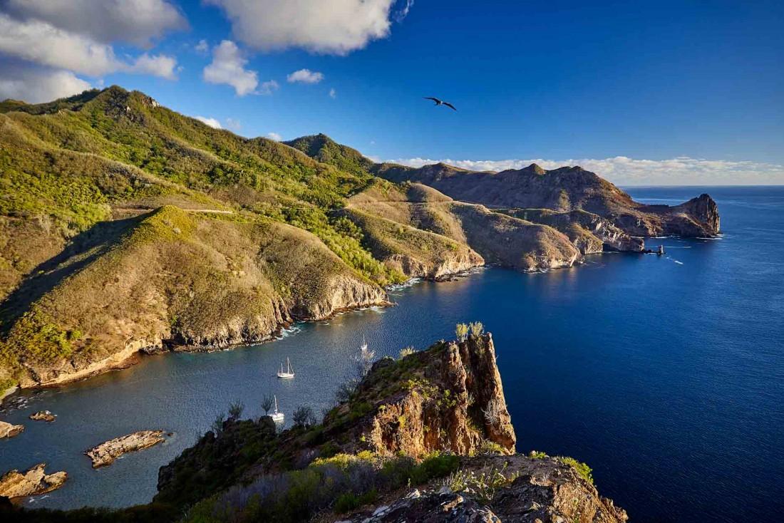 Dans les îles Marquises, la baie Vaiehu sur l'île Ua Pou déploie ses charmes © Bertrand Duquenne