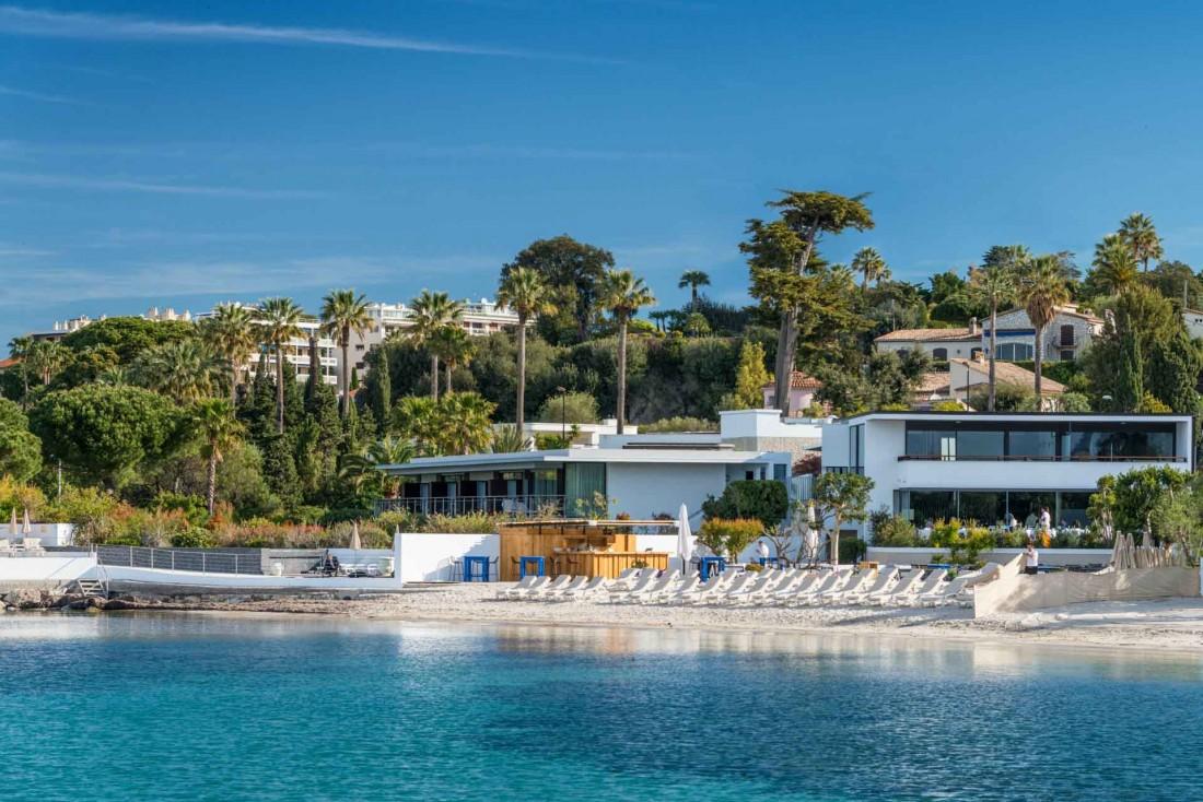 Cap d'Antibes Beach Hotel, une adresse toute en modernité posée au bord de l'eau © Cap d'Antibes Beach Hotel