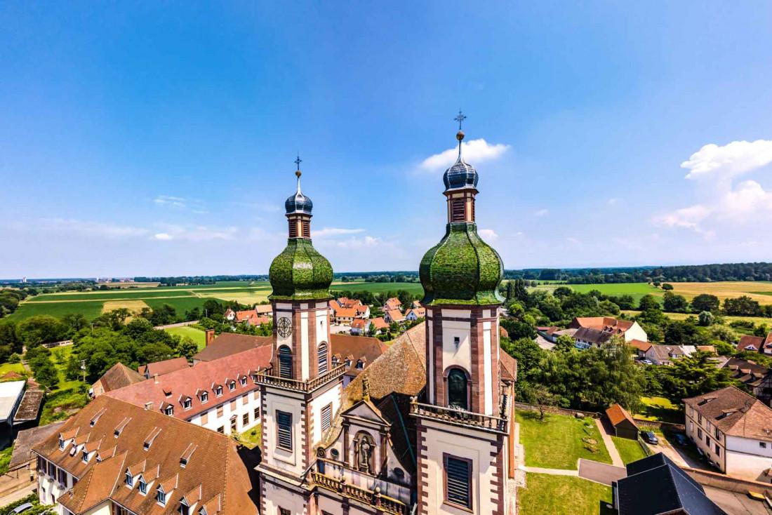 L'abbaye baroque d'Ebermunster vue du ciel © Alexander - adobestock