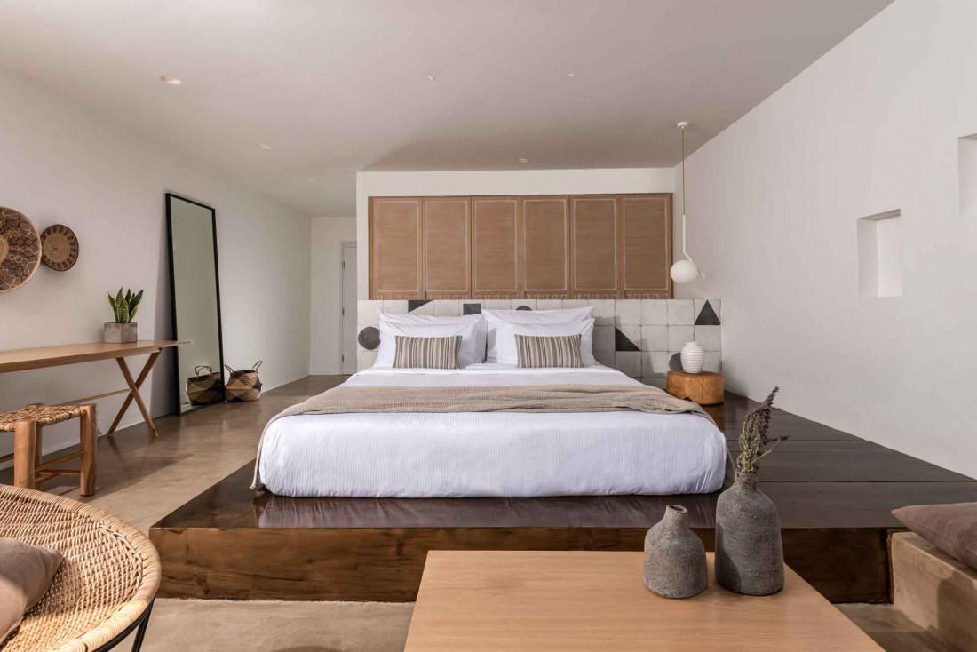 Les intérieurs minimalistes et design des suites © Andronis Arcadia