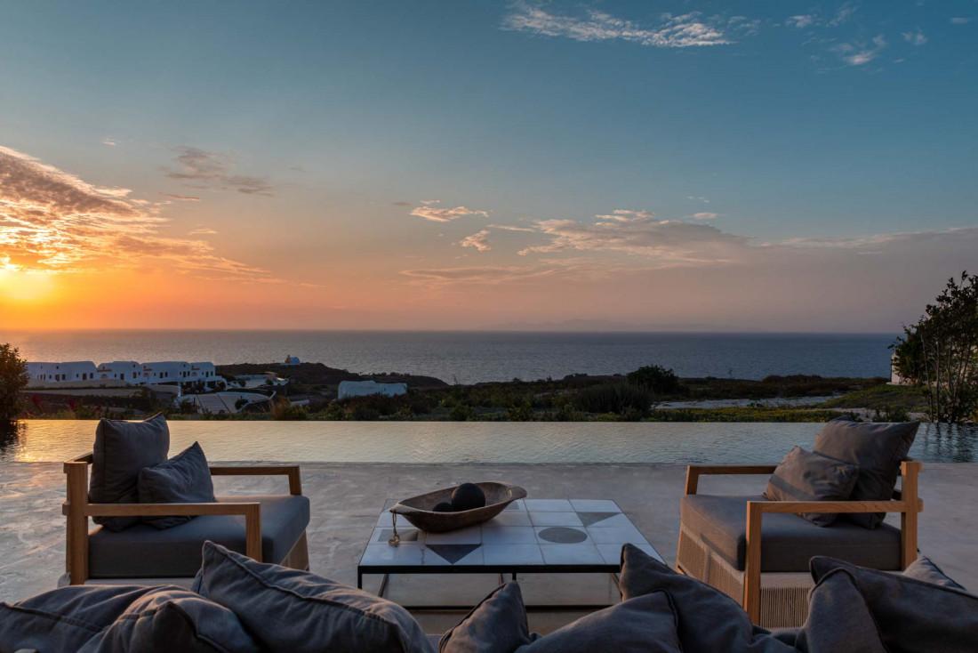 Dernier verre avec vue sur le coucher de soleil au bar restaurant Pacman © Andronis Arcadia