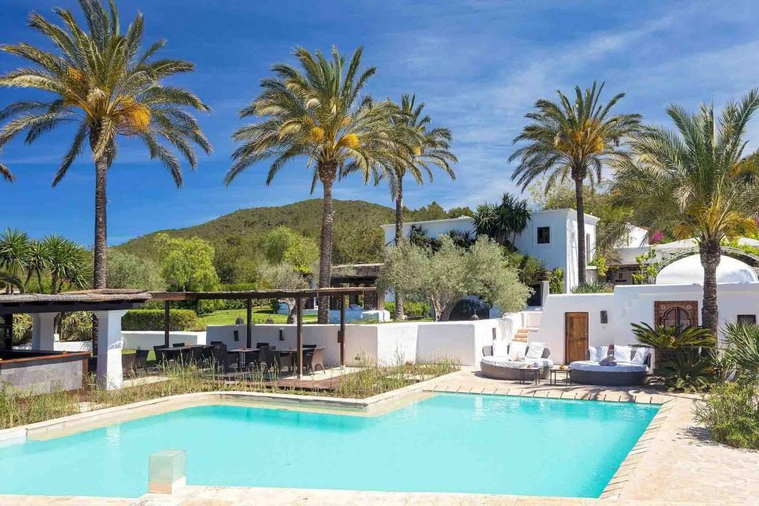 À Ibiza, l'agroturismo de luxe Atzaro rejoue les codes de la finca traditionnelle © DR