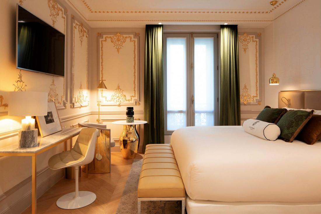La plus grande suite de l'hôtel Bowmannoffre une immense terrasse avec vue panoramique et jacuzzi © Guillaume Grasset