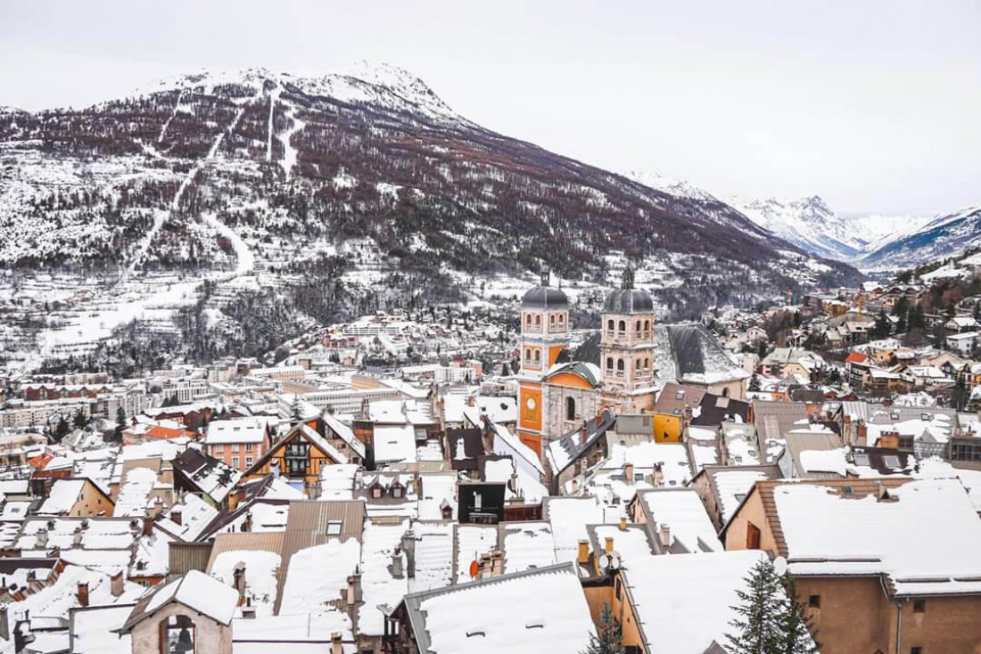 L'hiver, la neige recouvre les remparts Vauban de la ville de Briançon, classés au Patrimoine mondial par l'UNESCO © Office de Tourisme Serre Chevalier