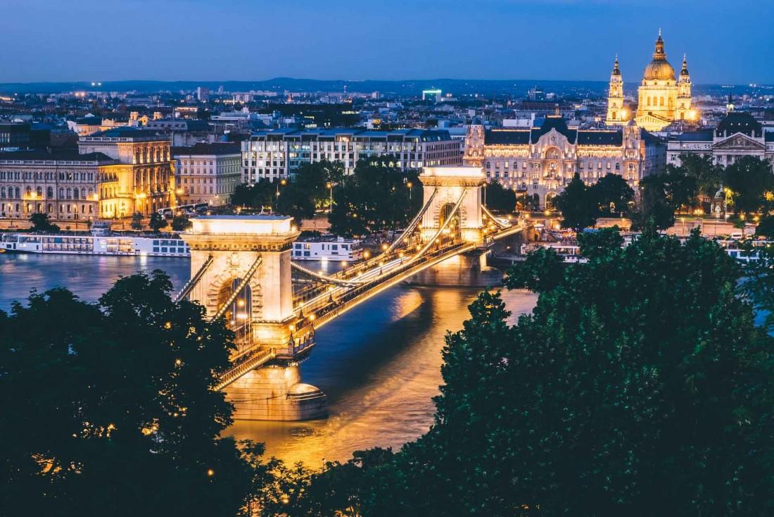 Le parlement hongrois et le fameux pont de chaîne © Dan Freeman