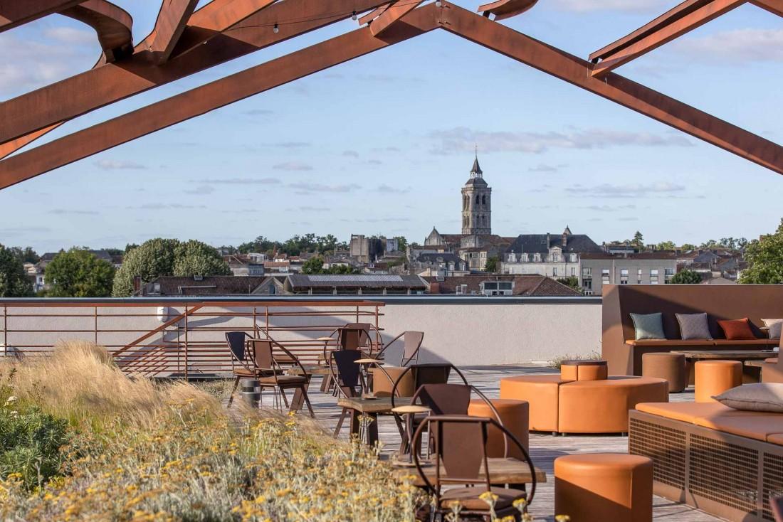 Le rooftop de l'hôtel Chais Monnet domine la ville de Cognac © Grégoire Gardette