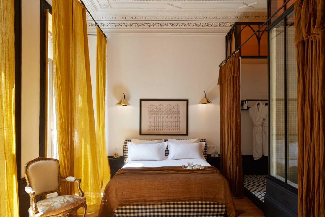 La chambre jaune de la Cocorico Luxury GuestHouse est un vrai cocon au cœur du quartier de la Sé © Gaëlle Le Boulicaut