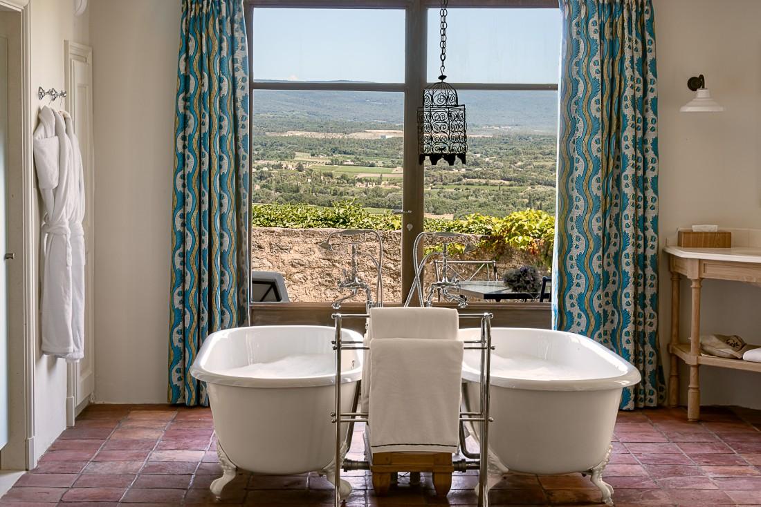 Chambre avec vue à l'hôtel Crillon Le Brave © Matthieu Salvaing