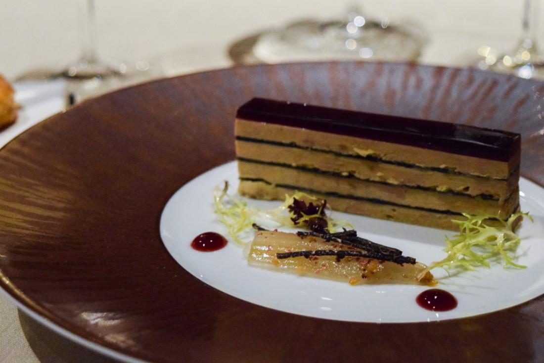 Le foie gras façon Opéra, l'une des entrées phares de la carte d'hiver © Yonder.fr
