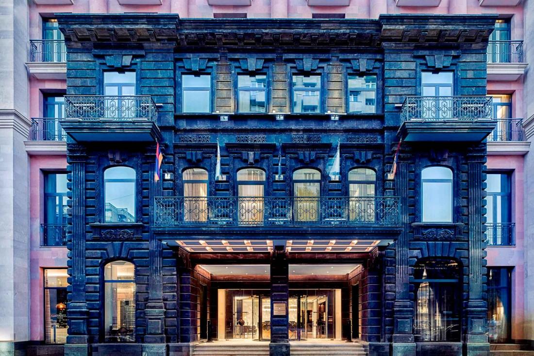 La façade de l'hôtel 5-étoiles et nouvelle référence en ville The Alexander © DR