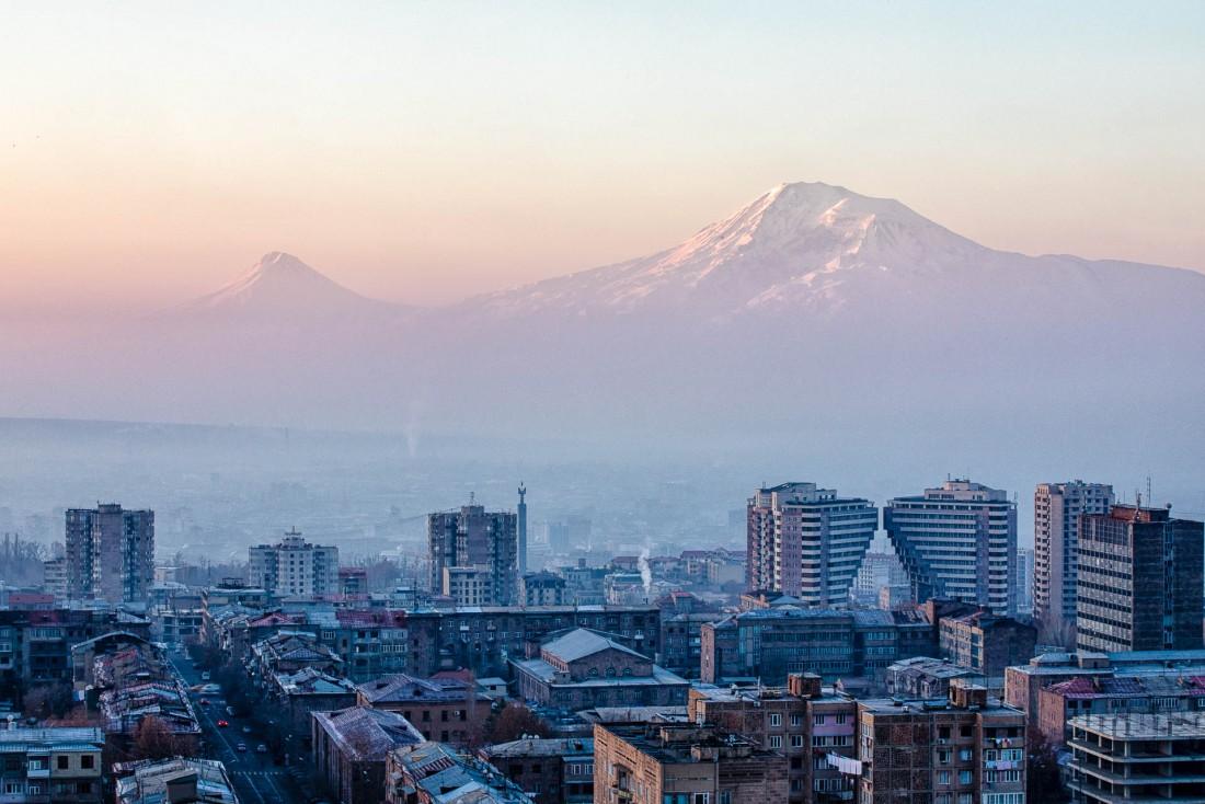 Le Mont Ararat domine la ville de Erevan. © Artak Petrosyan.