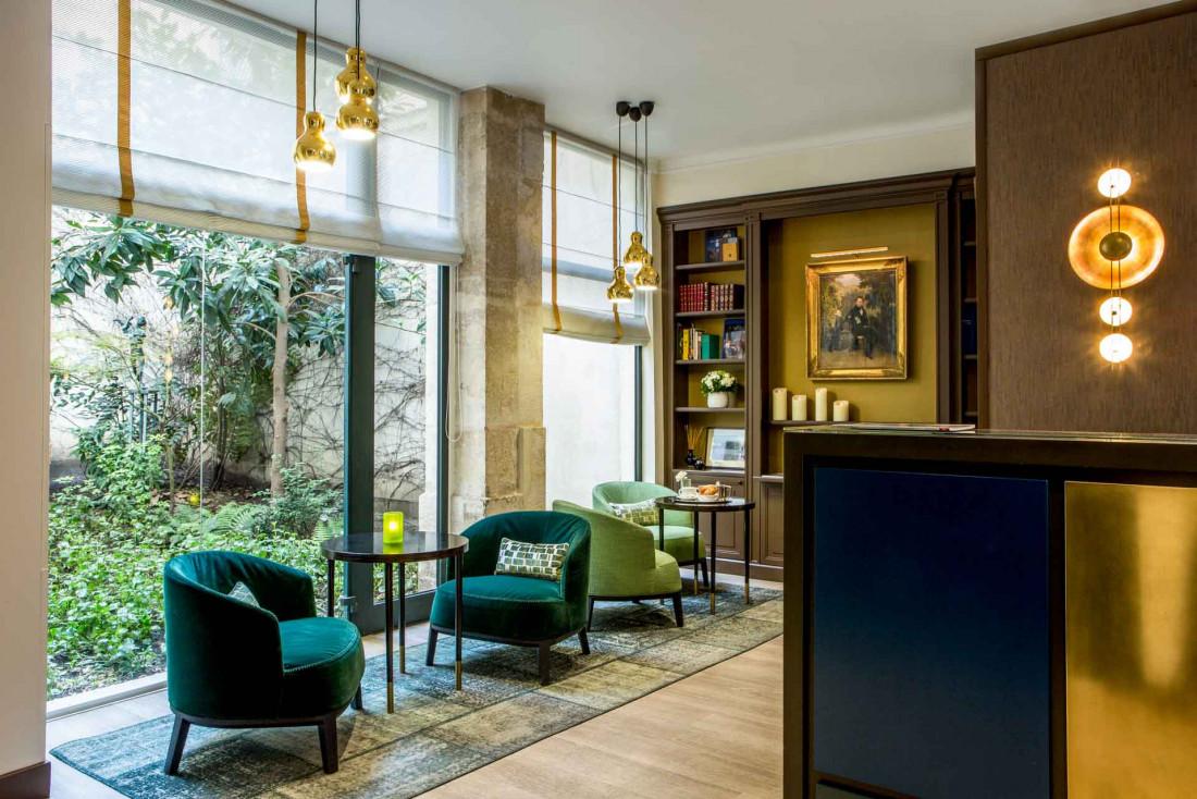 Petit salon avec vue sur le jardin à l'Hôtel d'Orsay rue de Lille © DR