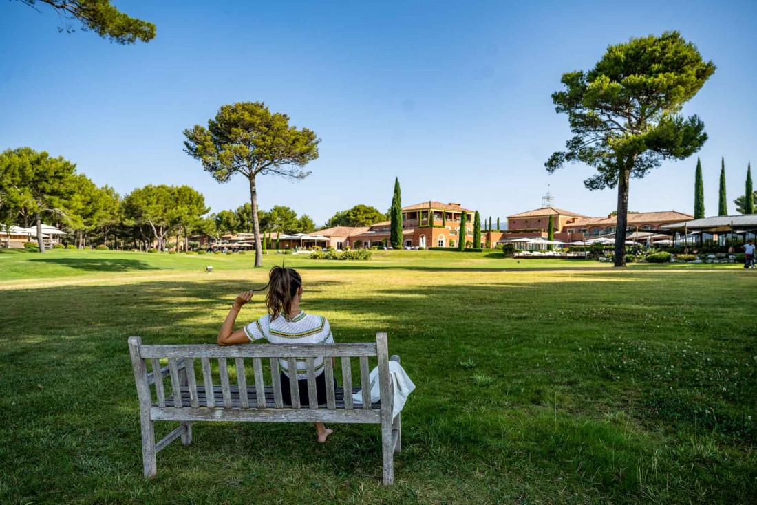 Le grand parc reposant de l'Hôtel © Live and Shoot