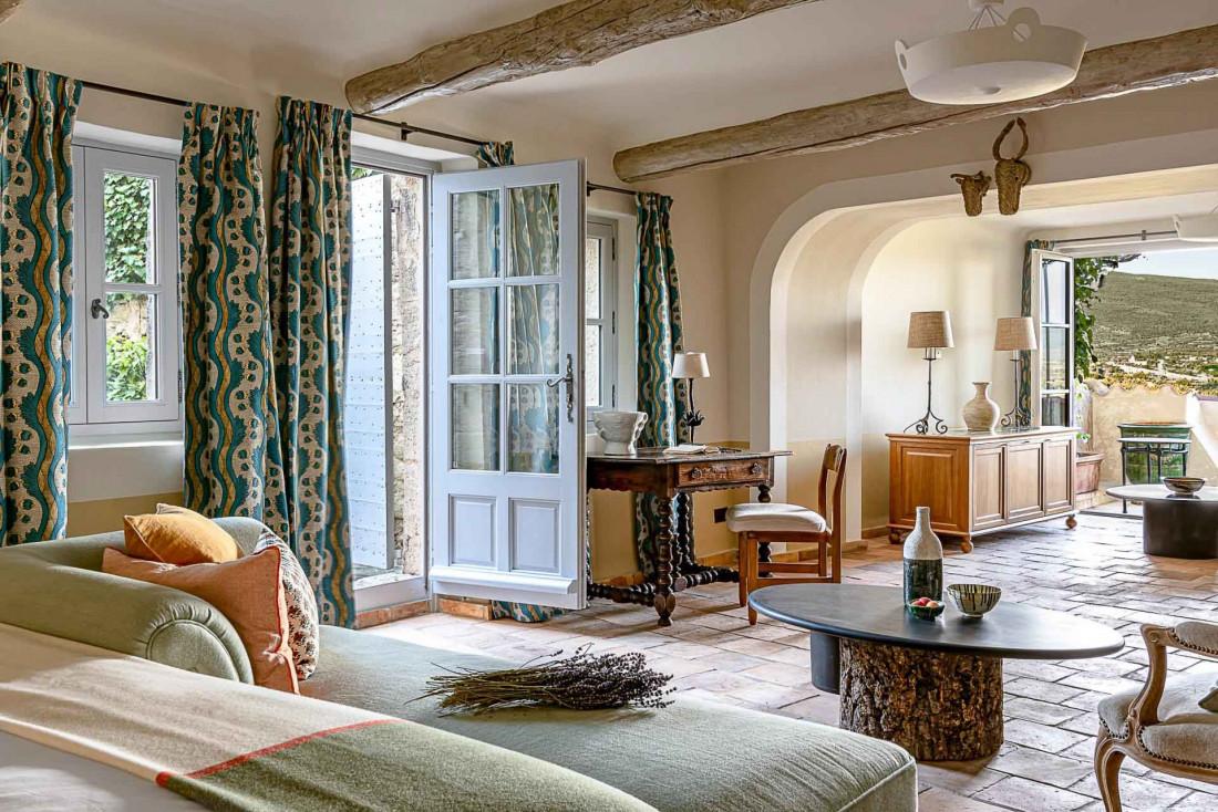 Certaines chambres de l'hôtel Crillon Le Brave offrent une vue imprenable sur le Mont Ventoux © Matthieu Salvaing
