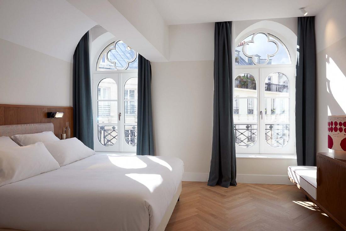 Une chambre lumineuse et élégante de l'Hôtel du Sentier © Philippe Garcia