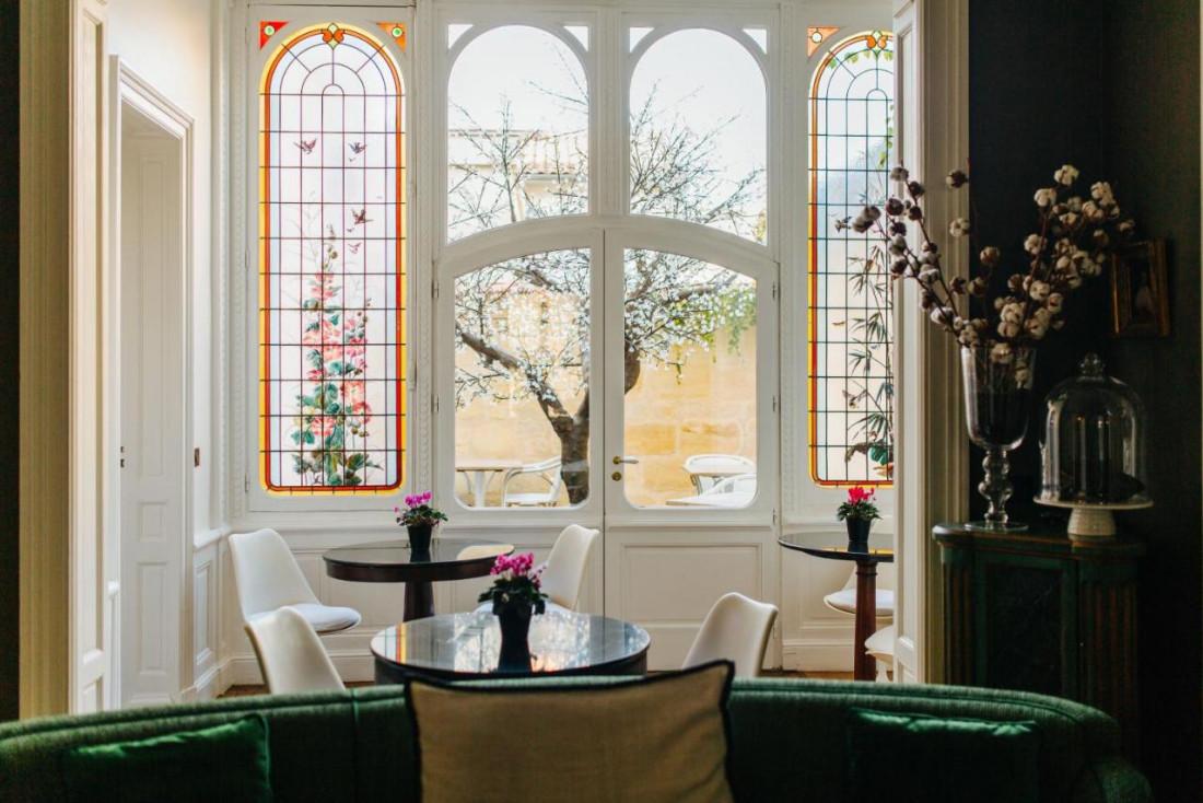 Niché dans un somptueux hôtel particulier, La Course perpétue le charme et la tradition des maisons d'hôtes d'antan © DR