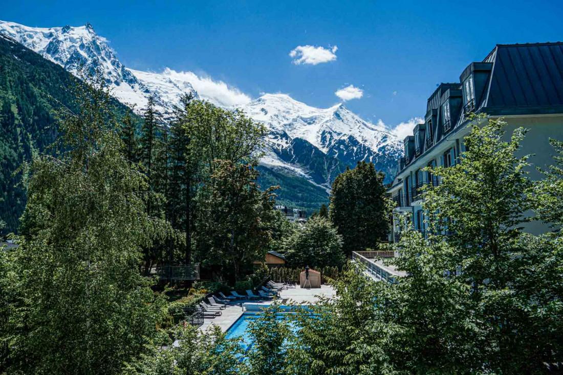La Folie Douce Hotels Chamonix | La piscine extérieure de l'établissement © DR